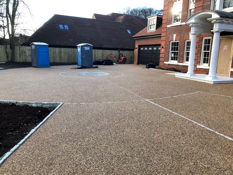 Resin Bond Driveway with turning circle and decorative edging